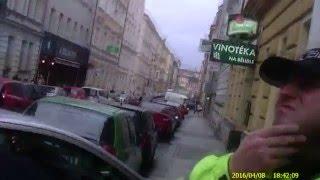 Strážníci zasahovali proti agresivnímu taxikáři