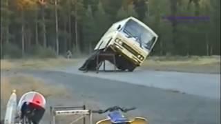 Những tài xế xe khách siêu đẳng và liều mạng nhất thế giới ✔