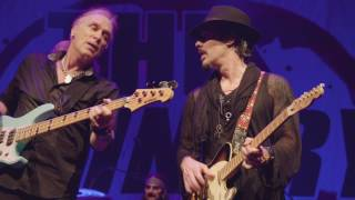 """The Winery Dogs """"Elevate (Live)"""" from Dog Years, Live In Santiago"""