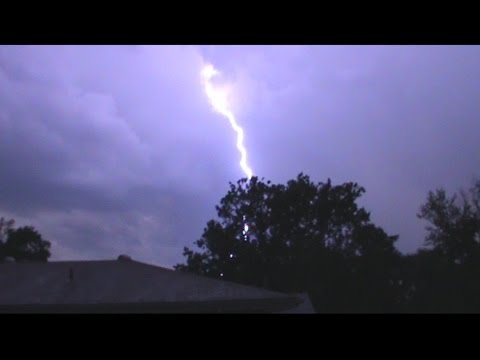 6/28/2015 – Major Storms in St. Louis, Missouri – Tree blown over, Nearby Lightning Strikes