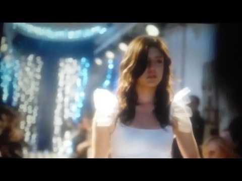 Eperdument extrait movie scene défilé/ Adèle Exarchopoulos streaming vf