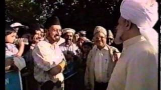 Jalsa Salana UK 1996 - Inspection of Duties and Address to Workers by Hazrat Mirza Tahir Ahmad (rh)