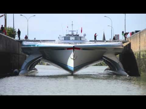 PlanetSolar on the Seine and Paris arrival - DeepWater expedition