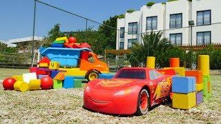 Araba oyunları. Şimşek McQueen için garaj yapıyoruz!
