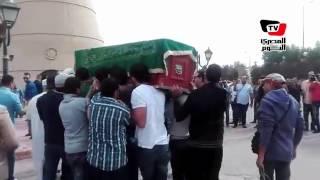 وصول جثمان محمود عبدالعزيز إلي مسجد