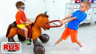 Влад и Никита катаются на игрушечной лошадке и помогают принцессе