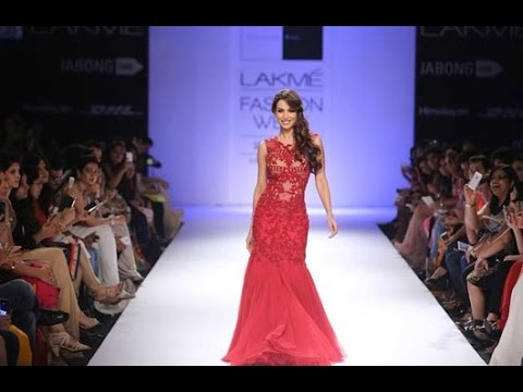 Malaika Arora Khan's Gorgeous Ramp Walk At Lakme Faishon Week 2014