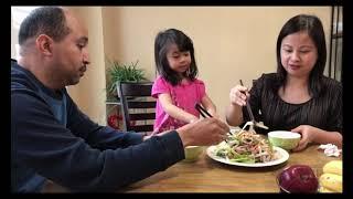 Vợ Việt Chồng Tây ăn gỏi ngó sen bao tử heo // Cuộc Sống Canada