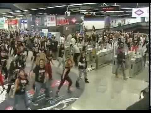 Impresionante Baile de Michael Jackson en el Metro de Madrid