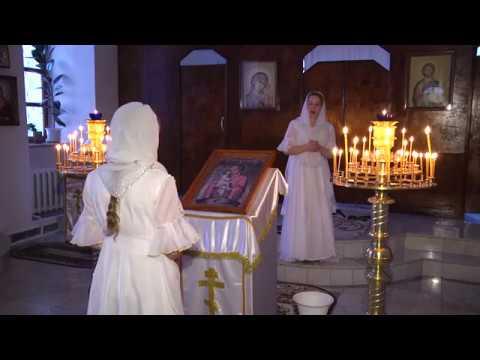 Изображение предпросмотра прочтения – КсенияПавловская читает произведение «Девушка пела в церковном хоре» А.А.Блока