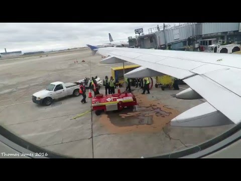 FUEL LEAK United Airlines | Airbus A320-232 | Takeoff | Chicago O'Hare Intl Airport (KORD)