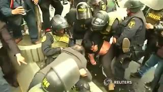 Peruvian teachers clash with police over pay