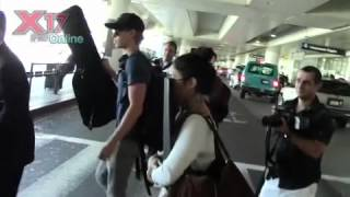 Vanessa Hudgens and Austin Butler Arriving at LAX Airport [25.07.12]