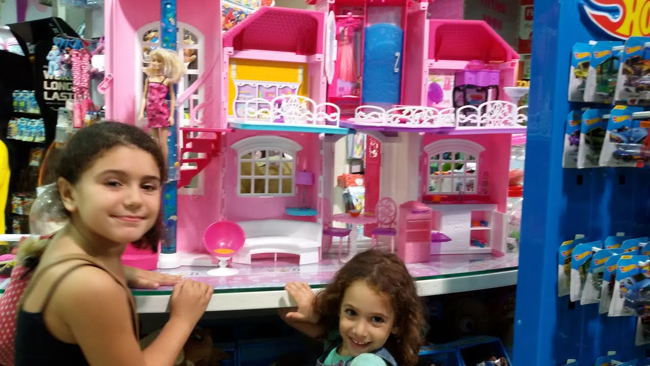 The Biggest Barbie Dream House In The World With All Its