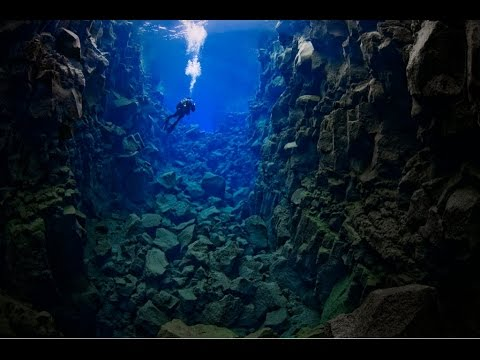 Diving between two Tectonic Plates - Þingvallavatn Lake - Island