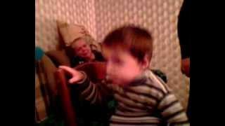 Вот как еще очень маленький Ваня читал стихи