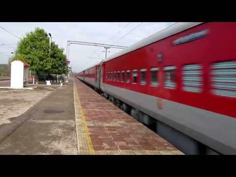 12802 Purushottam express crossing Vindhyachal at MPS