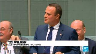 Australia: Gay MP Tim Wilson proposes during same-sex marriage debate