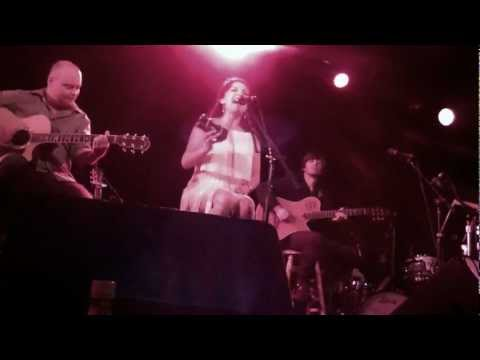 "Margo Rey Sings ""Let The Rain"" Live At The Coach House"
