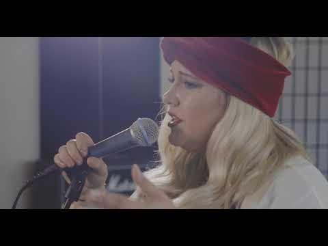 "Juliet Roberts sings ""Finally Mine"" Live in Studio"