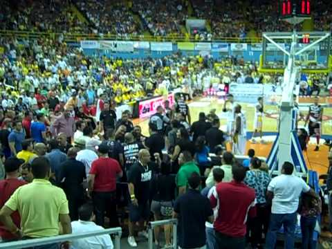Peter John vs. Fanaticos Capitanes