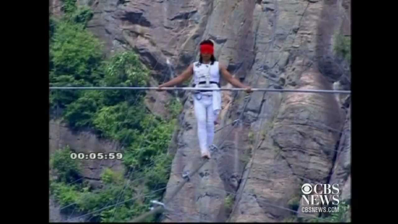 Chinese Tightrope Walker Falls YouTube - Nik wallendas epic blindfolded skyscraper tightrope walk