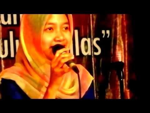 putri siapakah ini yg bernyanyi  di Balai Budaya Minomartani ?