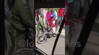 Motorista y amet a golpes en plena via