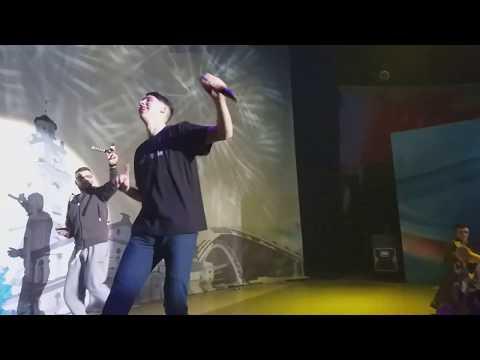 Тима белорусских разделся на концерте в КЗ Витебск
