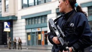 فيديو.. رجل يحمل حزاماً ناسفاً مزيفاً يتسبب بحالة تأهب في بروكسل