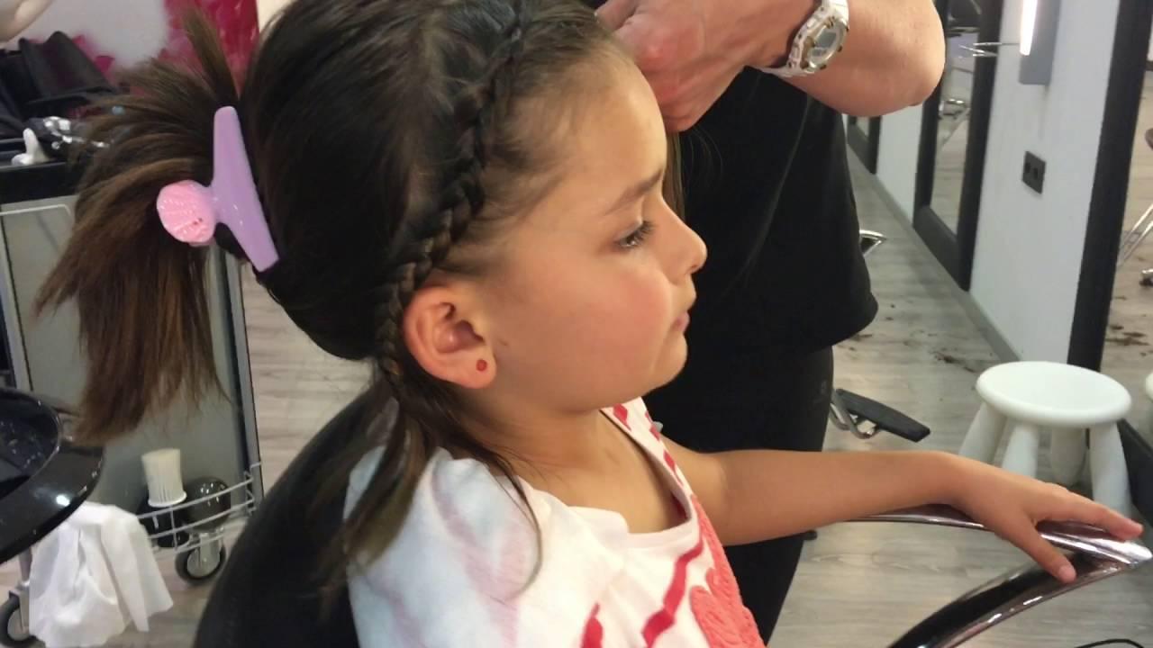 El peinado de moda trenzas y rizos