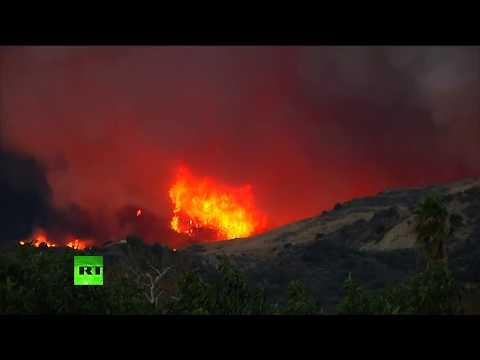 Fuertes fuegos arrasan el condado de Ventura (California)