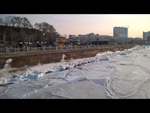 Спортивная набережная зимой . Владивосток