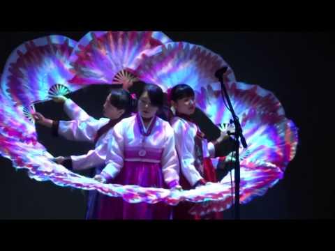 Танец голых японцев с веерами всех