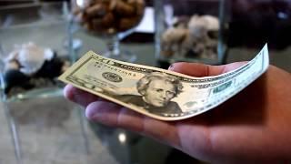 Трюк с денежной купюрой. Удиви друзей.  A trick with a money bill.
