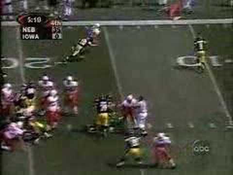 Eric Crouch TD run against Iowa (1999)