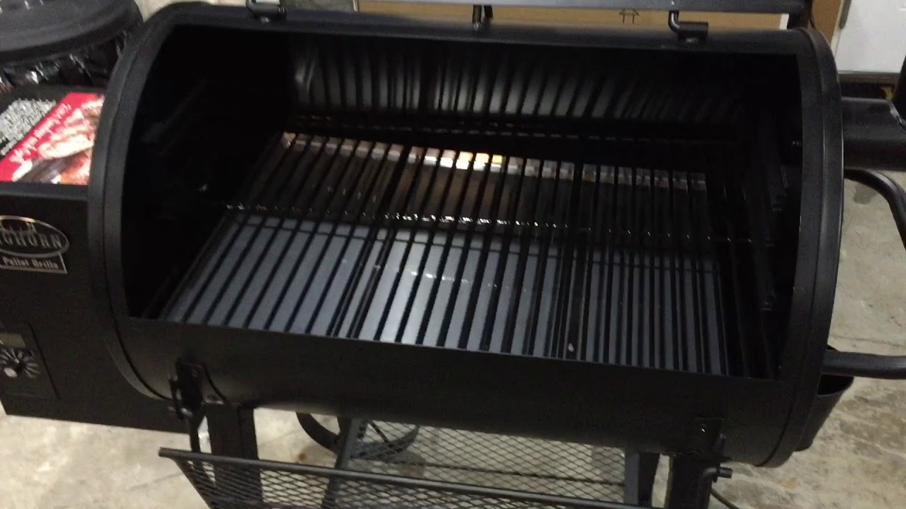 Big Horn Pellet Grill 1093 Review Vs Pit Boss 820 Youtube