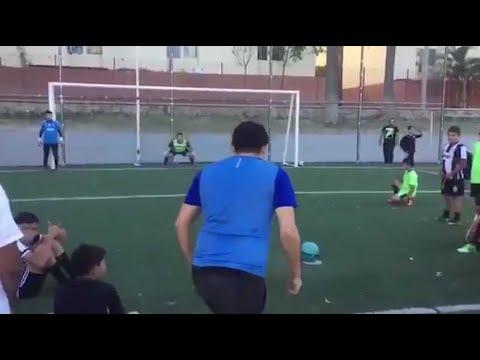 Il invente une nouvelle façon de tirer un penalty mais...