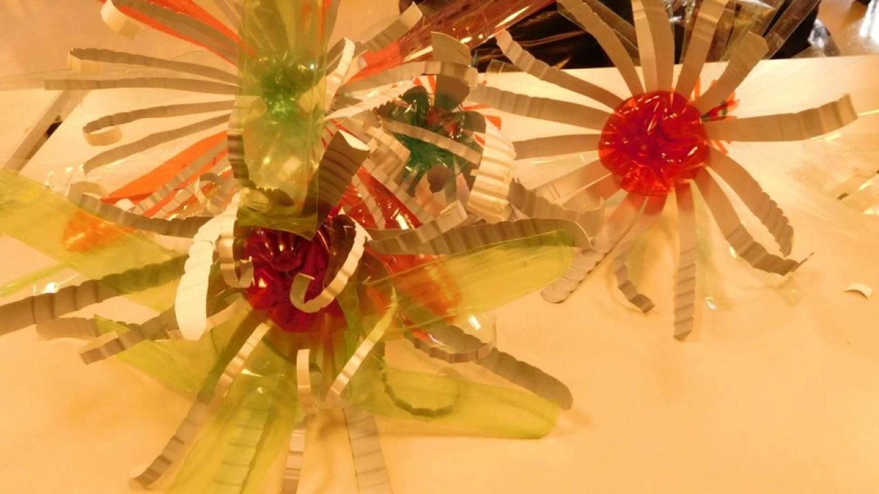 bouteilles en plastique transform es en fleurs youtube. Black Bedroom Furniture Sets. Home Design Ideas