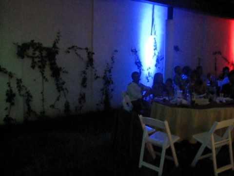 Iluminaci n con reflectores ideal para evento en jard n de - Iluminacion de jardin ...