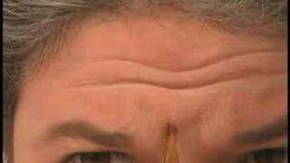 How to Apply Old Age Makeup to the Forehead