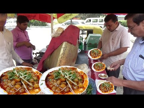 Delhi ke Special Chole Kulche 20 rs me 2 Piece Street Food Heaven in India