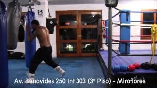 Jonathan Maicelo entrenando en Fight & Fitness – Trabajando jab's en el saco con guardia de zurdo
