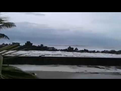 Cyclone Ockhi Hits Kochi Kerala