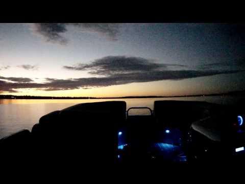 LED LIGHTING PONTOON BOAT BERKSHIRE / AUDECTRA BEAT TO MUSIC