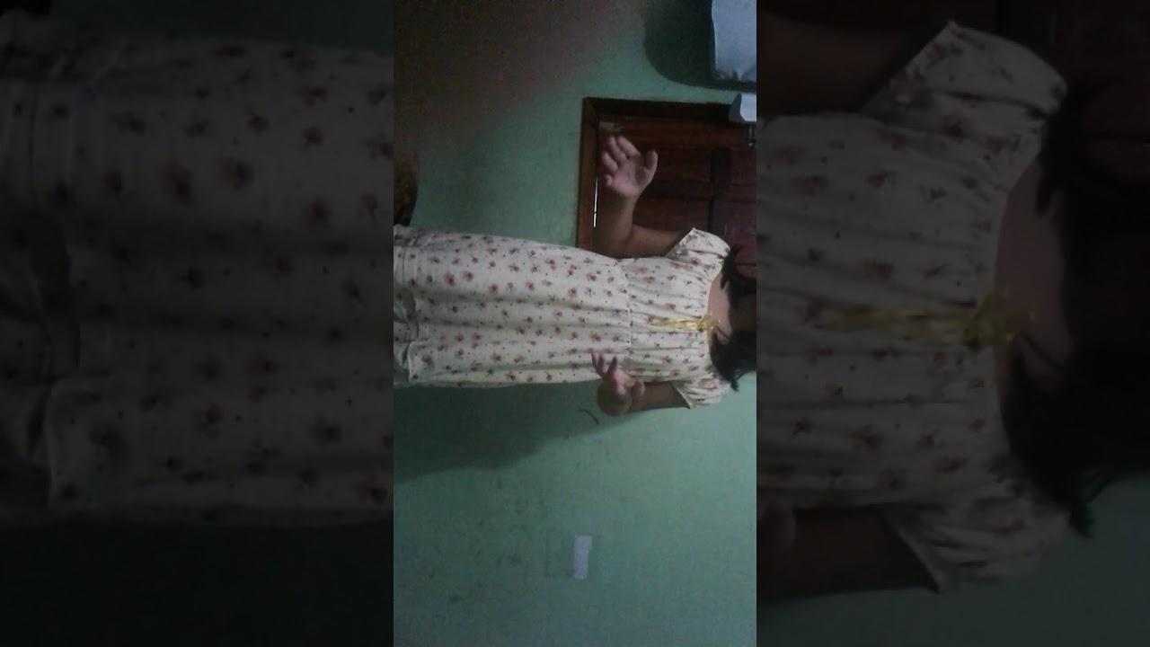 menina fazendo ginástica