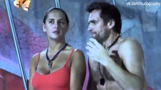 Мария Шумакова в красном купальнике в сериале Светофор - 2011