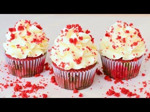 Шоколадный кекс с красным
