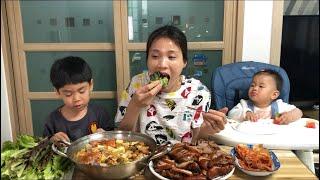 |TẬP 505| CANH ĐẬU TƯƠNG VÀ GIÒ HEO HẦM THẢO MỘC GÓI RAU,JOKBAL MUKBANG EATING SHOW