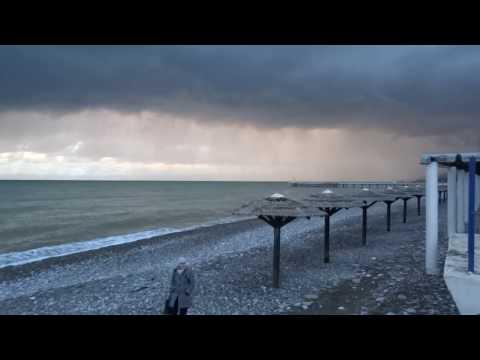 Завораживающий закат над морем. Устрашающих размеров черная туча. Лазаревское, Сочи 17 ноября 2016